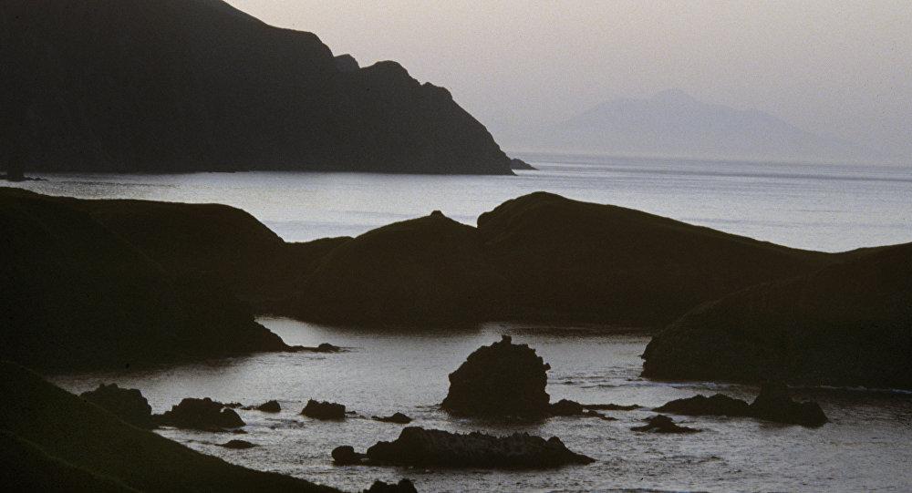 Um cabo da ilha Shikotan, na foto, é conhecido como o Cabo do Fim da Terra. É como o cabo Finisterra na Espanha, mas do outro oceano, o Pacífico