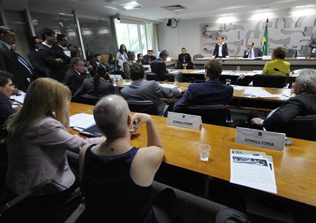 Comissão do Senado discute uso da fosfoetanolamina sintética por pacientes diagnosticados com neoplasia maligna
