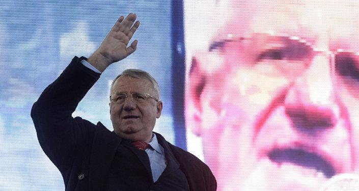 Em 24 de março, Vojislav Seselj participou de um ato pró-Radovan Karadzic, primeiro presidente da Respublika Srpska, reconhecido pelo ICTY como culpado de genocídio naquele dia