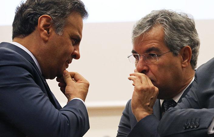 Aécio Neves, do PSDB, e Jorge Viana, do PT, tiveram a oportunidade de conversar durante a conferência na Universidade de Lisboa, em 31 de março