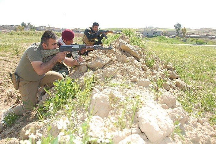 Combatentes de Peshmerga no Iraque