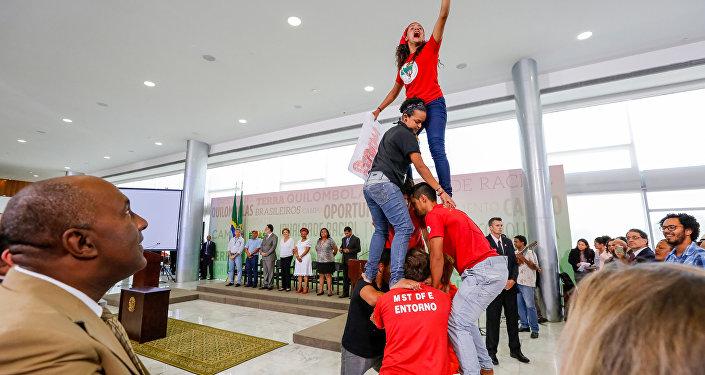 Cerimônia de assinatura de Atos para a Reforma Agrária e Comunidades Quilombolas