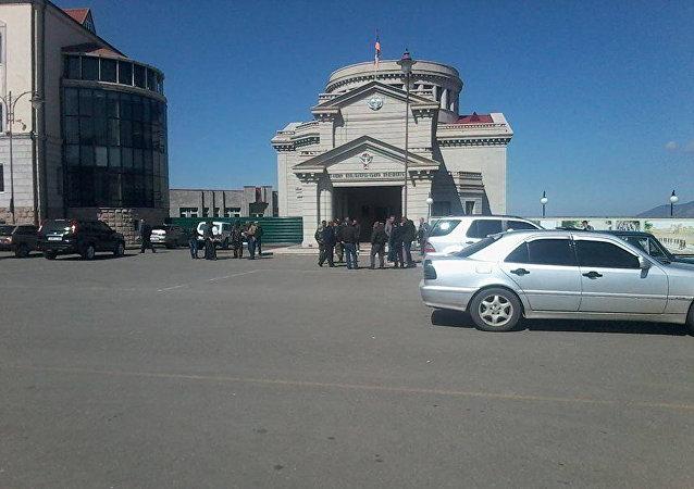 Сбор добровольцев на площади Степанакерта