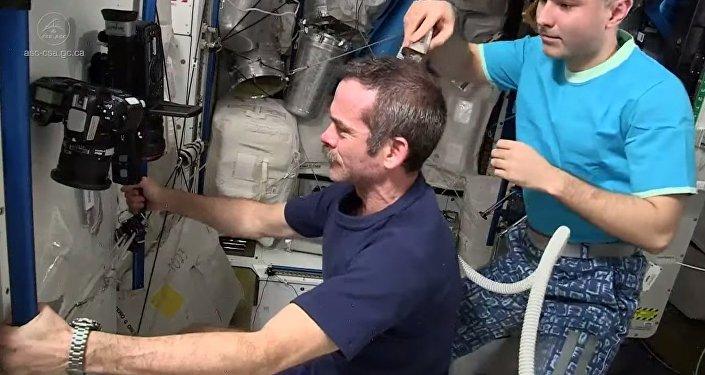 Estação Espacial agora presta serviços de cabeleireiro