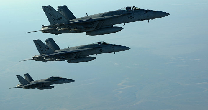 Aviões F-18E Super Hornets da Força Aérea dos EUA voando sobre o norte do Iraque, 23 de setembro 2014