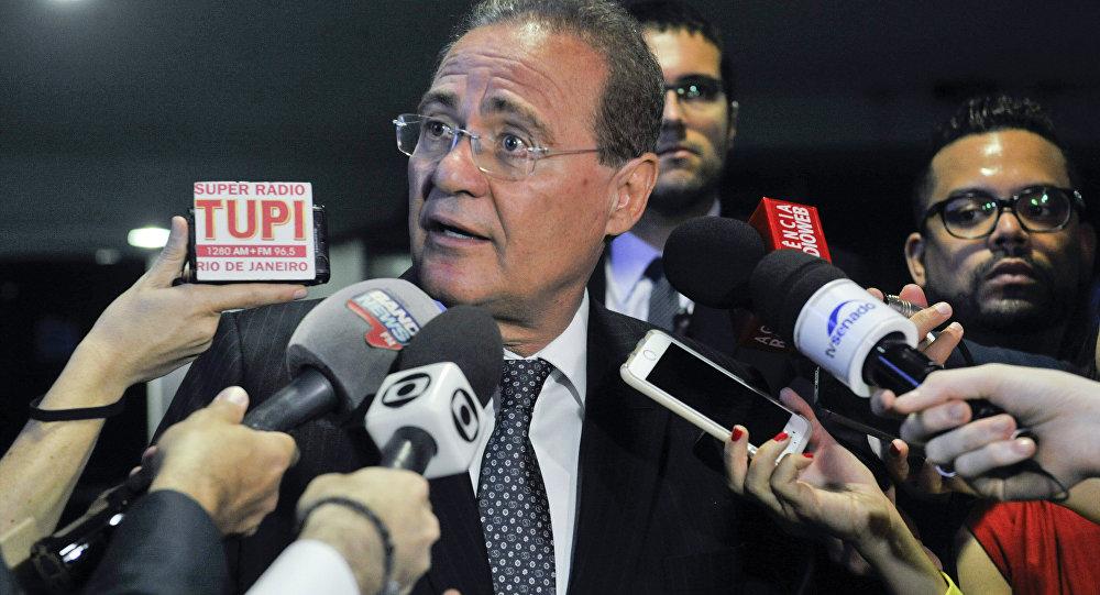 Presidente do Senado, Renan Calheiros, concede entrevista em Brasília.
