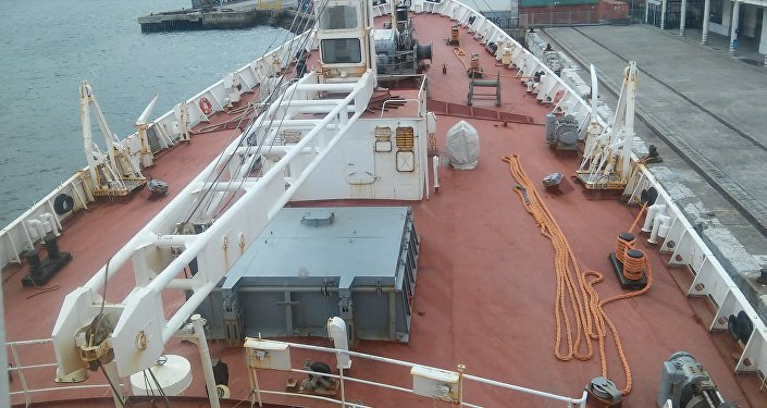 O deque do navio Admiral Vladimirsky, no porto de Lisboa em 4 de abril de 2016