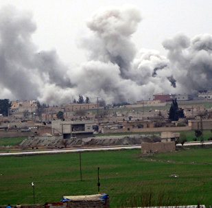 Tel Abyad, cidade síria que fica próxima à fronteira turca, durante confrontos entre o Deash e Unidades Curdas de Proteção Popular (YPG), em 27 de fevereiro de 2016
