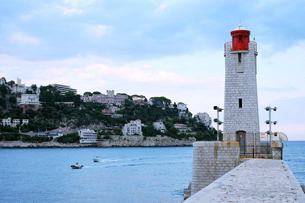 Farol no porto de Lympia, Nice, França