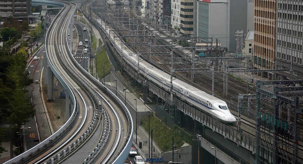 Comboio Shinkansen  dirige para Tóquio