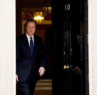 O primeiro-ministro britânico, David Cameron, deixa 10 Downing Street, em Londres.