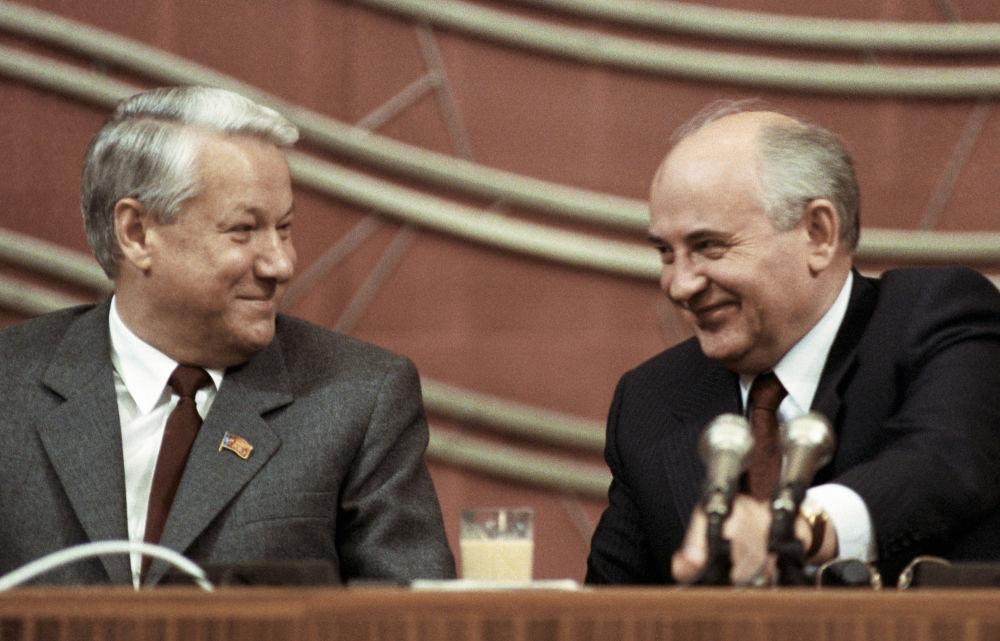 Mikhail Gorbachev e Boris Yeltsin