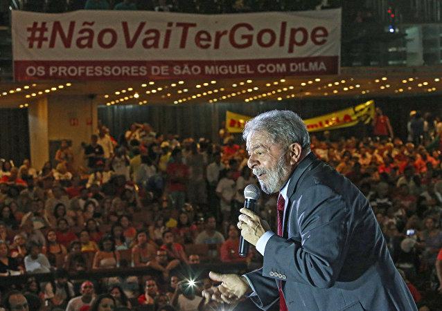Ex-Presidente Lula em campanha contra o golpe
