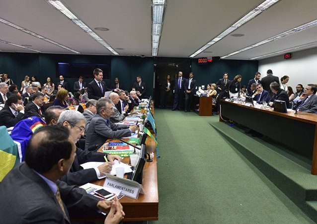 Comissão do Impeachment aprova relatório por 38 votos a favor, 27 contrários e nenhuma abstenção