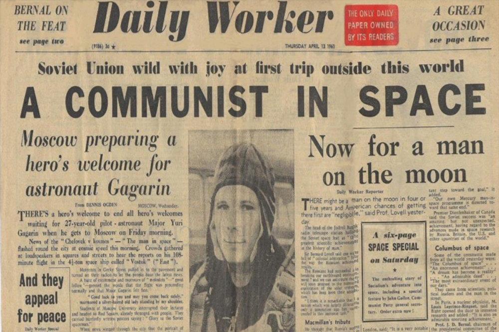 Daily Worker anuncia na capa: Um comunista no espaço
