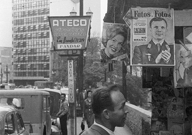 Fatos e Fotos anuncia a visita de Yuri Gagarin ao Brasil, São Paulo, 01.07.1961