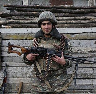 Um soldado armênio em Nagorno-Karabakh