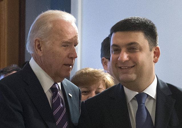 Joe Biden e Vladimir Groisman (Foto de arquivo)