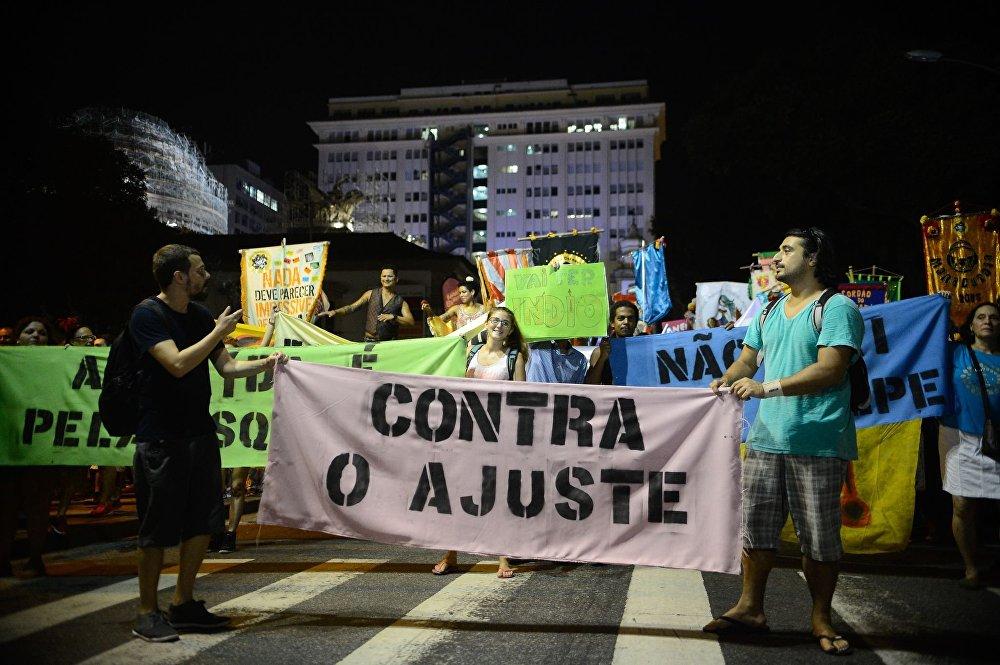 Contra o golpe, mas também contra o ajuste fiscal