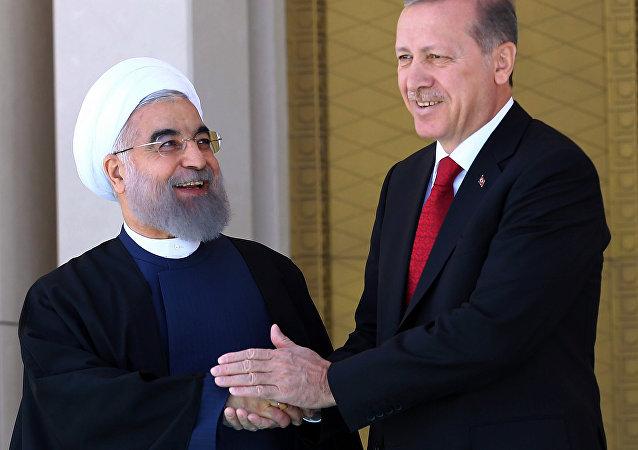 O presidente iraniano, Hassan Rohani, durante encontro com o seu homólogo turco, Recep Tayyip Erdogan, em Ancara