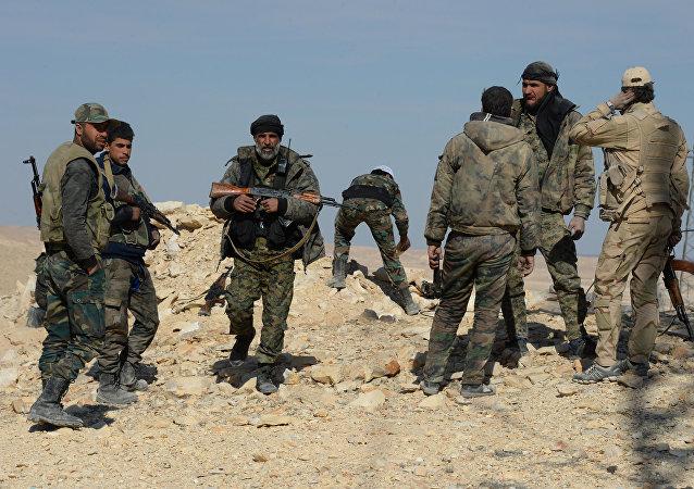 Exército sírio e milícia pró-governo nos arredores de Al Qaryatayn