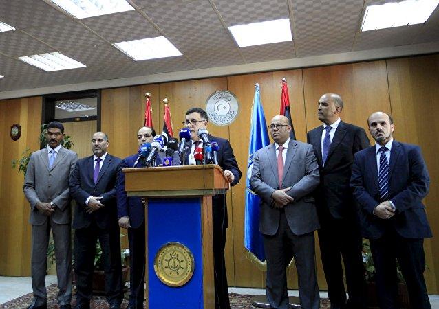 Primeiro-ministro da Líbia Fayez al-Sarraj na conferência de imprensa em Tripoli, Líbia, 30 de março de 2016