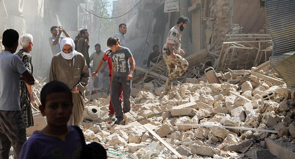 Habitantes da cidade de Deir ez-Zor, foto de arquivo - 26 de setembro, 2013