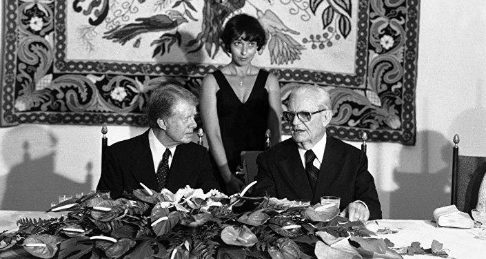 Esta foto de arquivo mostra um encontro entre o presidente dos EUA, Jimmy Carter, e o presidente do Brasil, Ernesto Geisel, durante uma recepção em 29 de março de 1978