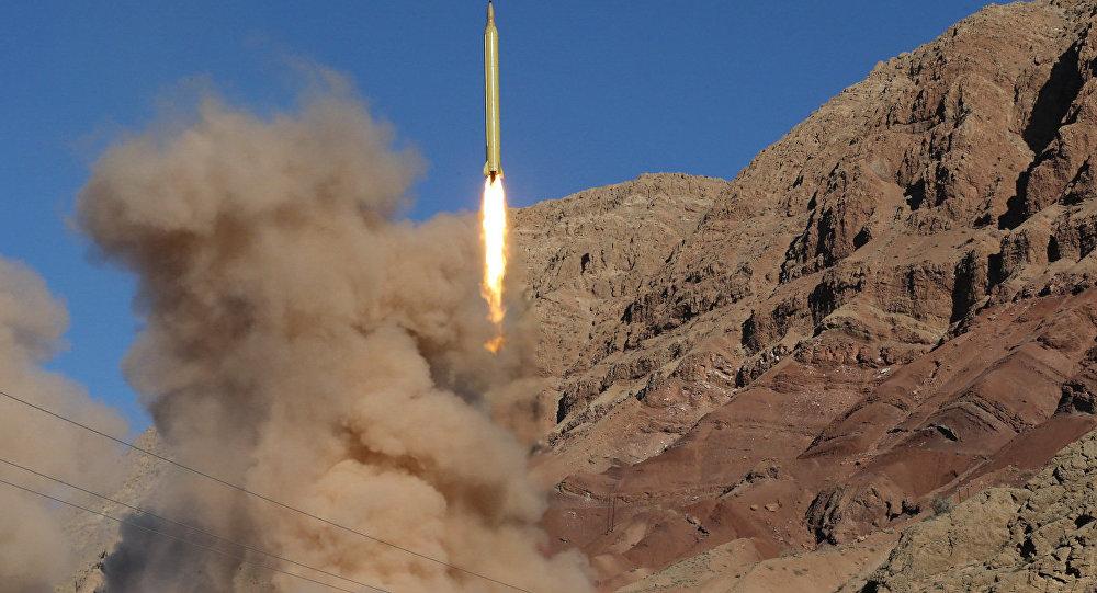 Míssil balístico de longo alcance Qadr, lançado de Alborz, norte do Irã, em 9 de março de 2016