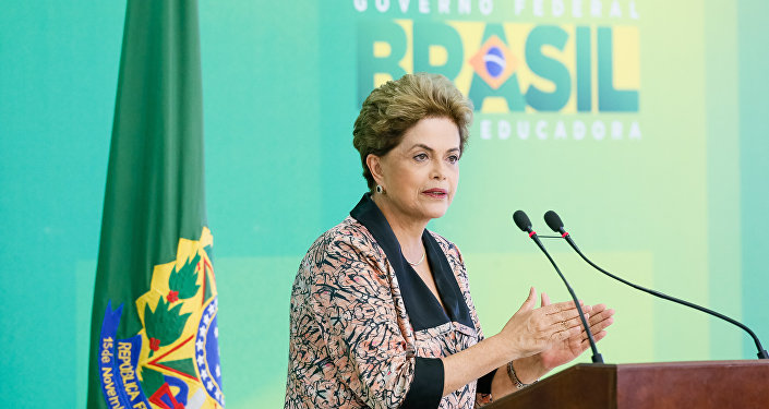Presidenta Dilma Rousseff durante coletiva de imprensa com jornalistas estrangeiros em 19 de abril de 2016