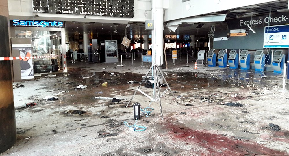 A área de check-in do aeroporto Zaventem após as explosões de 22 de março de 2016