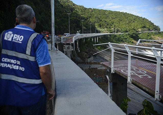 Trecho de ciclovia inaugurada em janeiro desaba no Rio