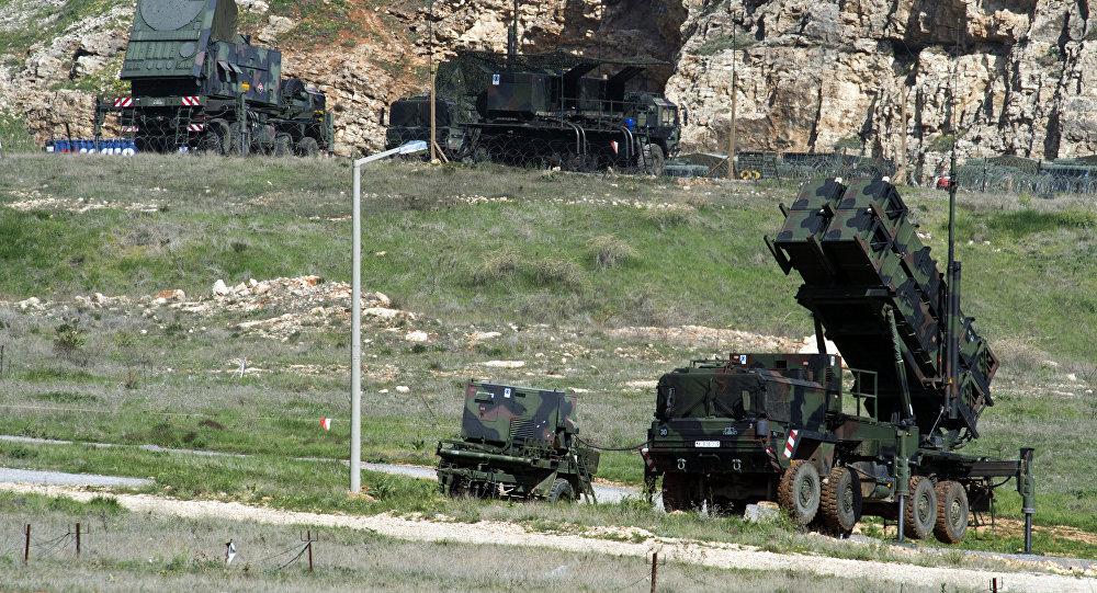 Sistemas de mísseis alemãos Patriot instalados em Kahramanmaras, Turquia, março de 2014