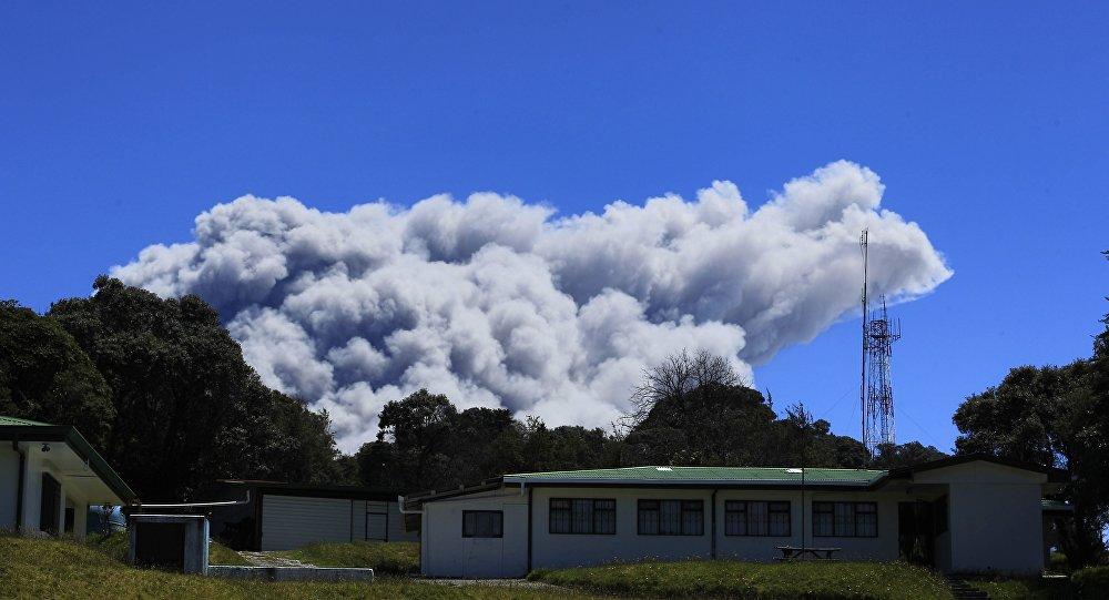 Cinzas sobre o vulcão Turrialba