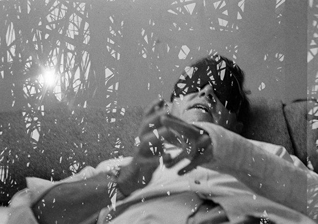 Um voluntário participando em uma pesquisa de uso de LSD no campo prisional de trabalho de regime aberto Viejas, Califórnia, 6 de setembro de 1966