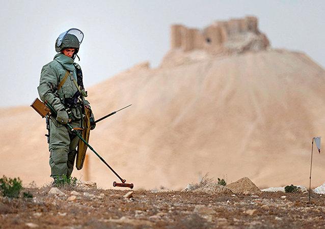Engenheiros russos desminam Palmira, Síria