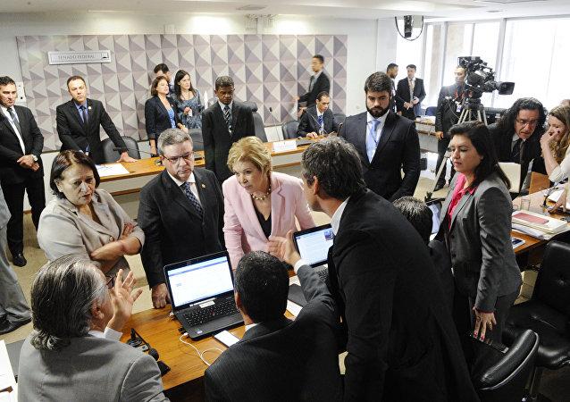 Comissão do impeachment em sessão no Senado