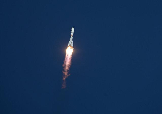 Foguete Soyuz-2.1a decola, durante o primeiro lançamento realizado no cosmódromo de Vostochny