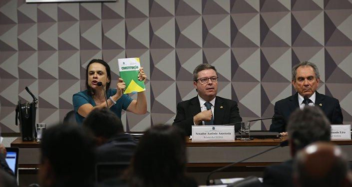 Reale e Janaína Paschoal falam na Comissão do Impeachment
