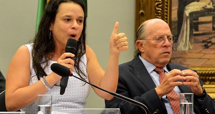 Advogada Janaína Paschoal depõe na comissão especial do Senado que analisa pedido de impeachment de Dilma Rousseff