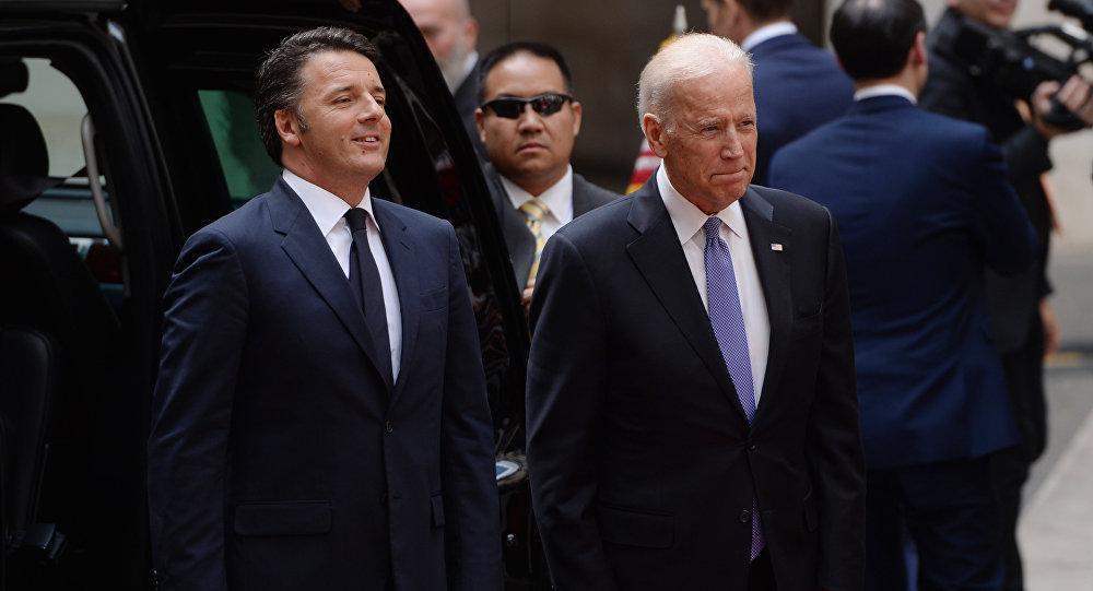 Joe Biden e Matteo Renzi durante encontro em Roma