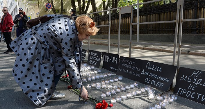 A manifestação em homenagem às vítimas da tragédia na Casa dos Sindicados em Odessa realizada perto da Embaixada da Ucânia em Moscou. 2 de maio, 2016.
