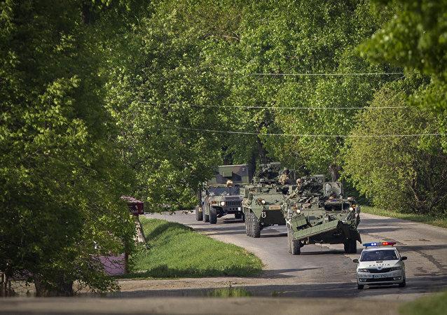 As forças dos EUA na Moldóvia em 3 de maio, 2016