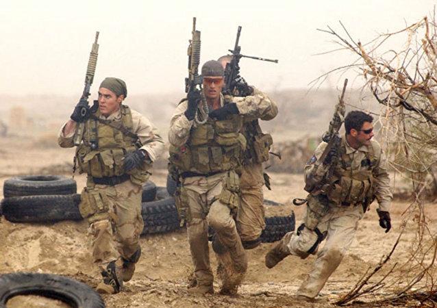 Treinamento dos combatentes da unidade Navy SEALs dos EUA