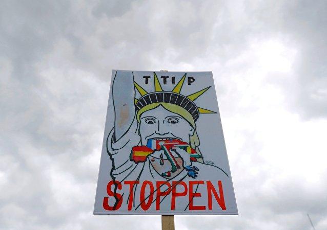 Großdemonstration in Hannover gegen das geplante Freihandelsabkommen TTIP