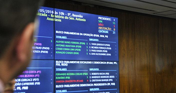 Comissão do Impeachment no Senado aprova relatório por 15 votos a 5 e processo segue para o plenário