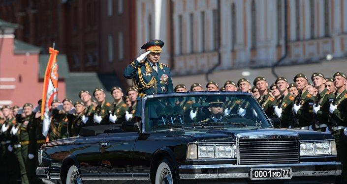O ministro da Defesa da Rússia, Sergei Shoigu, durante o ensaio geral da Parada da Vitória, na Praça Vermelha, em Moscou, em 7 de maio de 2016