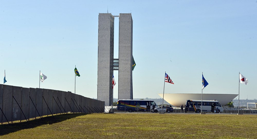 Movimento na Esplanada dos Ministerios durante votação do impeachment de Dilma Rousseff