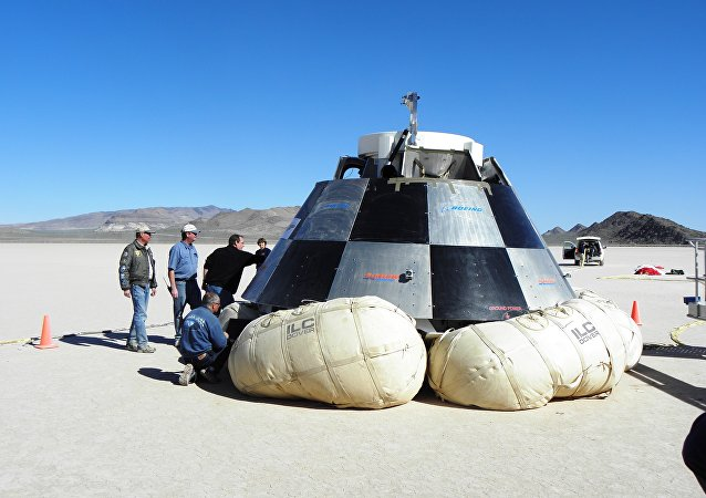 Teste da cápsula espacial CST-100, em Delamar Dry Lake, Nevada