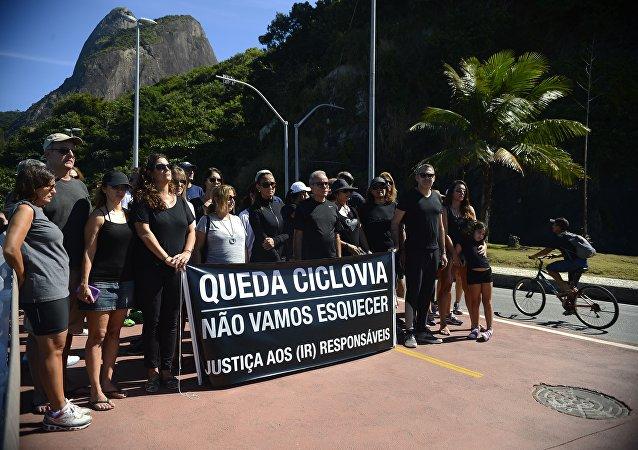 Rio tem protesto para punir responsáveis pelo desabamento da ciclovia